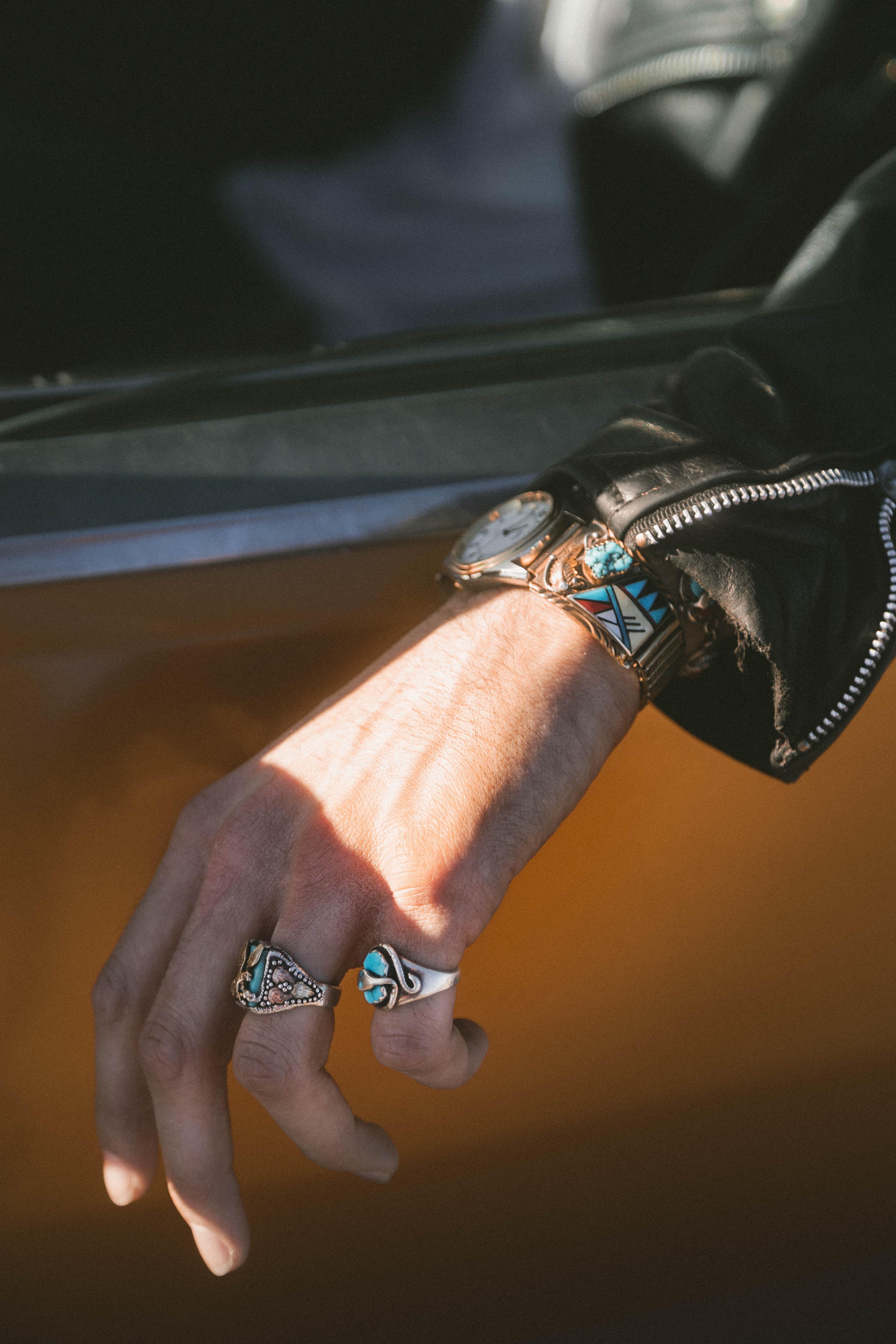 Łączenie biżuterii srebrnej i złotej – czy to jest dopuszczalne?