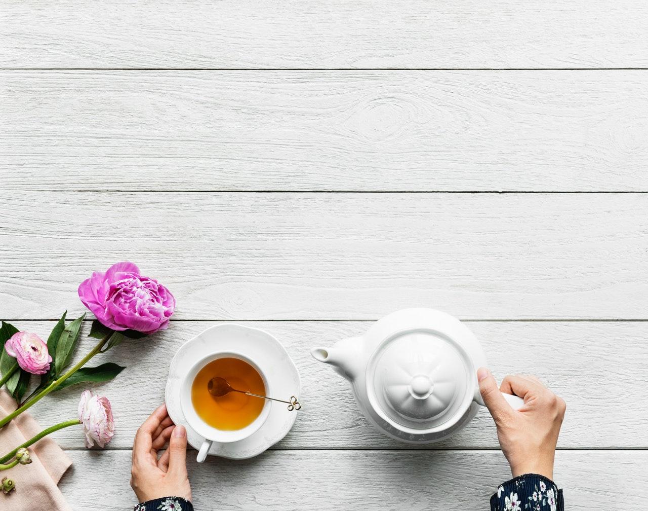Herbaciane przyjęcia —jak zorganizować je w domu?